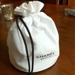 0e63f7e5bd1ae7 Women Round Chanel Bag on Poshmark